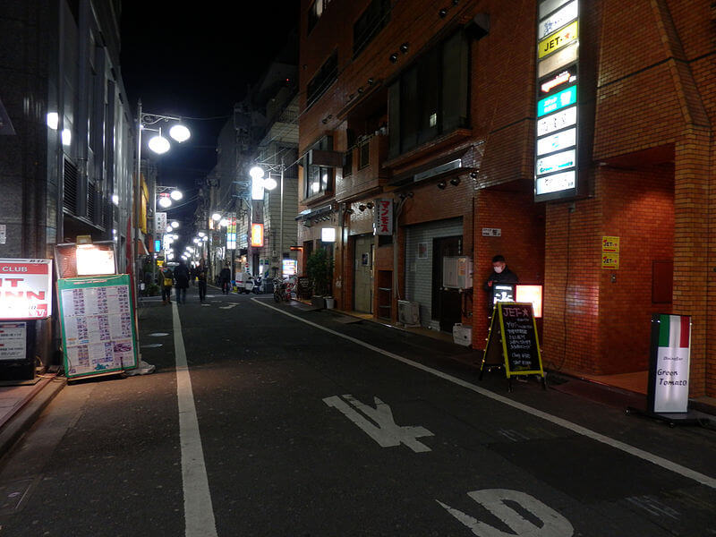新宿二丁目の夜の街並み 作者Asanagi CC0